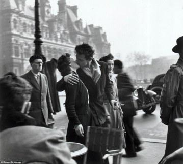 Doisneau, Le Baiser de l'Hotel de Ville, Paris 1950