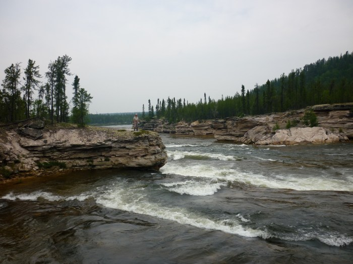 Huge sandstone ledges in the Upper Manitou Falls Rapids (P25)