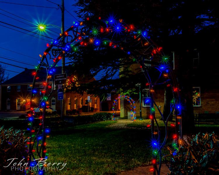 December/7/13:   Main St., Madison, VA.  Christmas Lights.