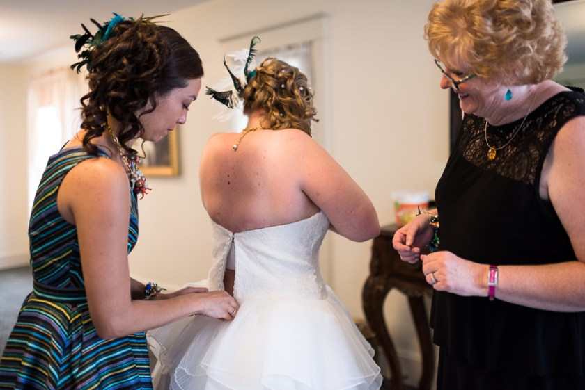 morrison willow ridge manor wedding photographer bride getting dressed
