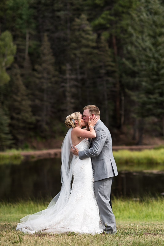 Cuchara Wedding Photographer first kiss