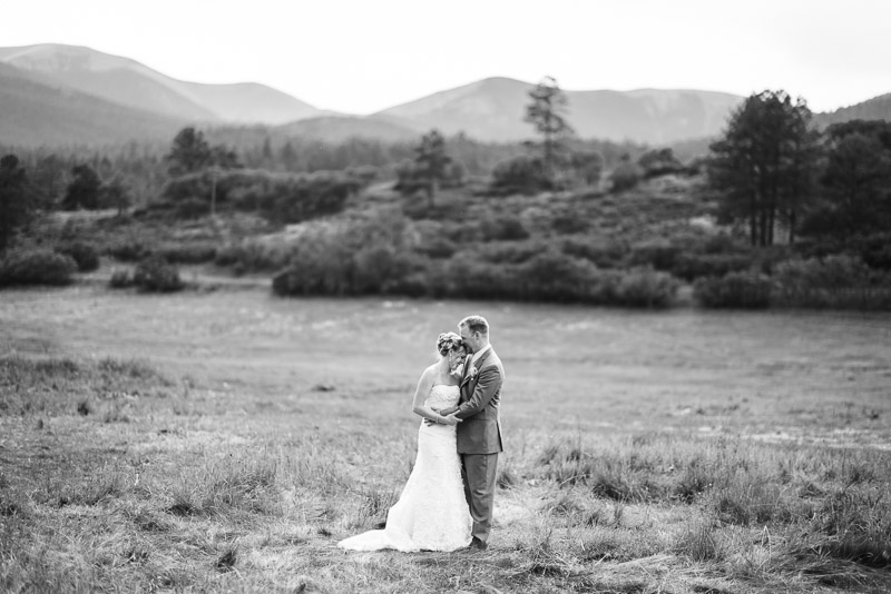 Cuchara Wedding Photographer black and white field