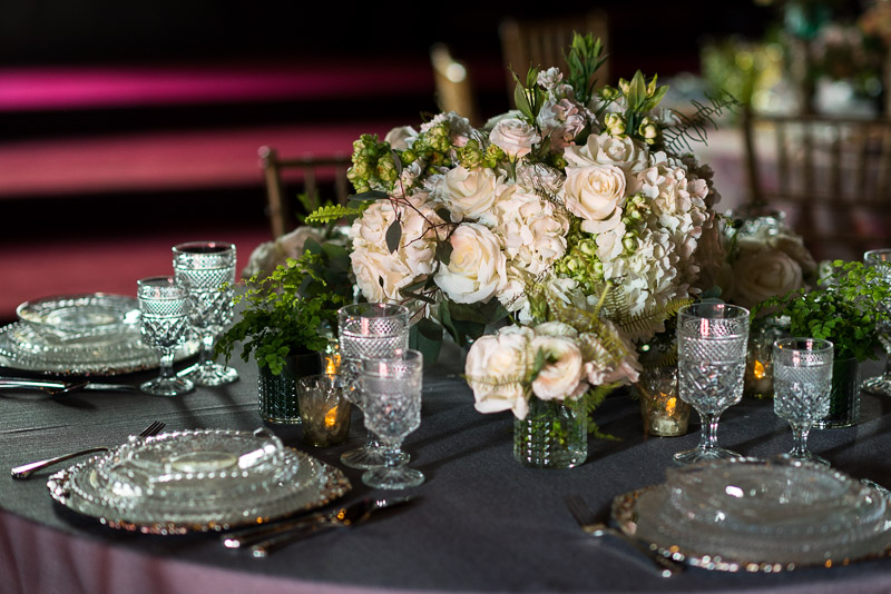 modern wedding table flowers