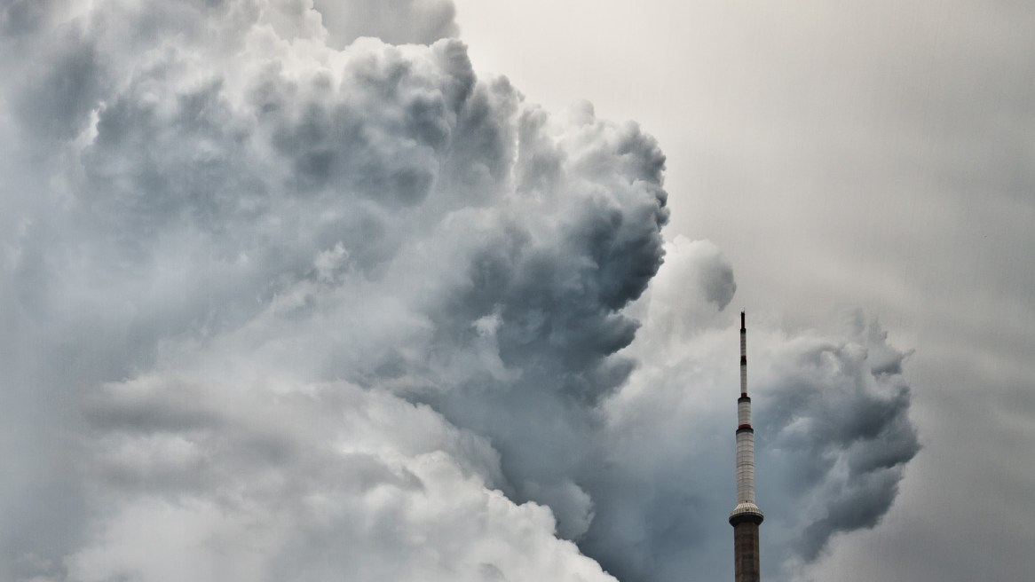 Image of the CN Tower with a massive storm cloud behind it