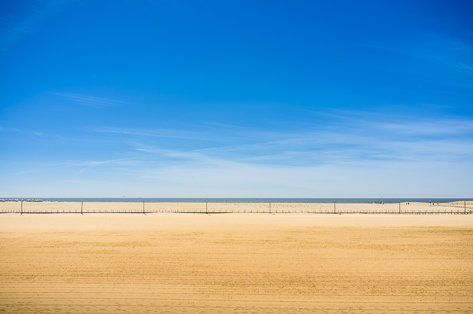Image of the main beach in Figueira da Foz, showing the sand and blue sky