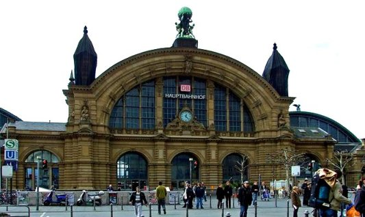frankfurt-hauptbahnhof-day