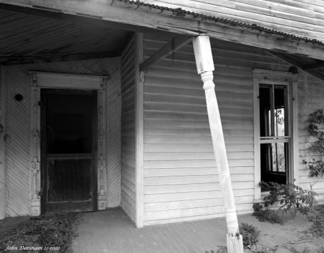 11-3-1991 Old House in Maplesville Alabama-Linhof Technika 4x5 camera-120mm Schneider Super Symmar HM lens-KodakTmax 100 4x5 film-Kodak Tmax RS developer.