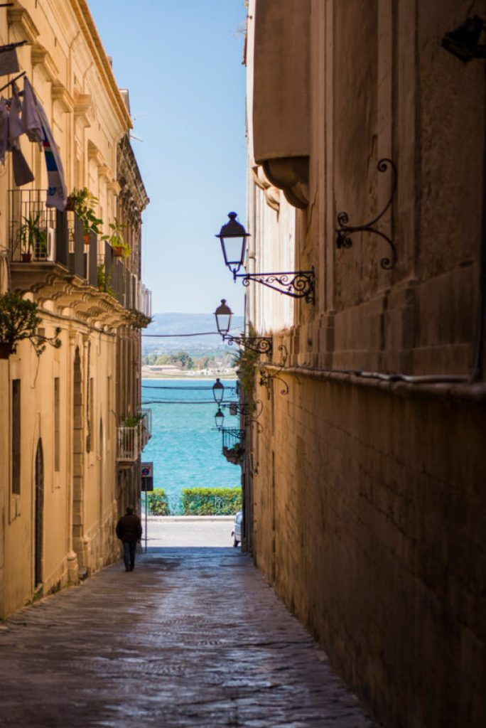 A typical street in Ortygia. Photo by Marina Pascucci.