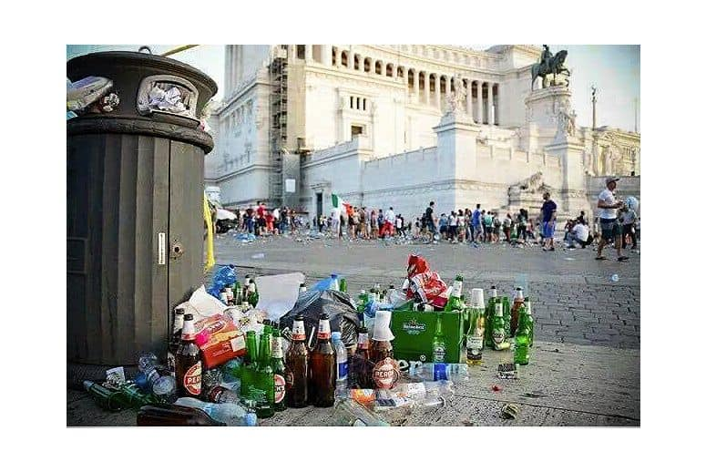 Trash outside Il Vittoriano in Rome.