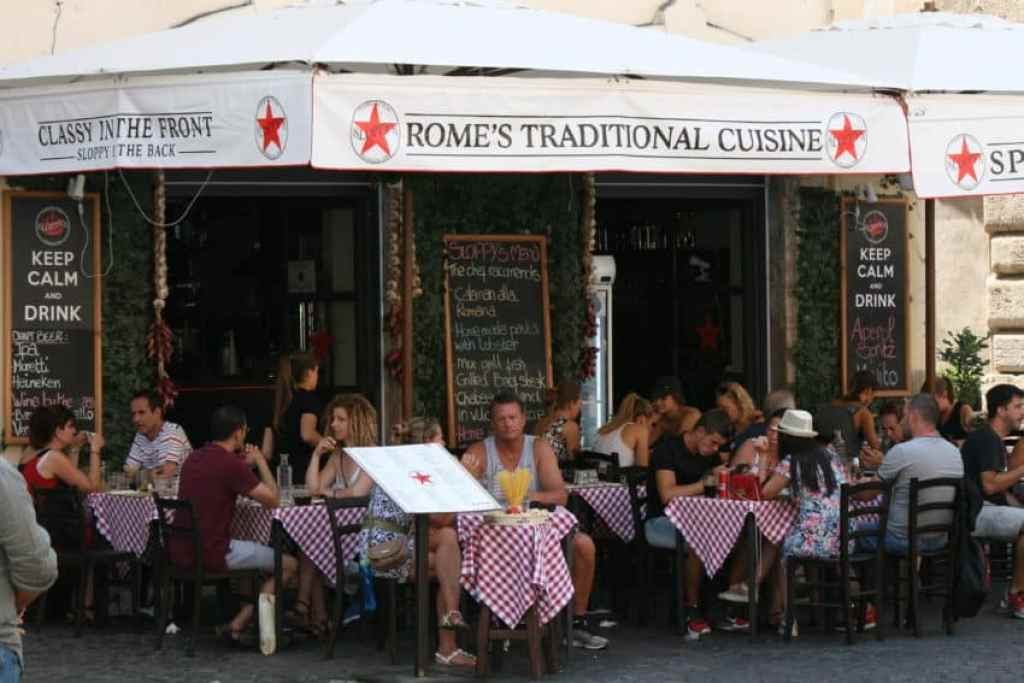 Tourists eating in Campo de'Fiori.