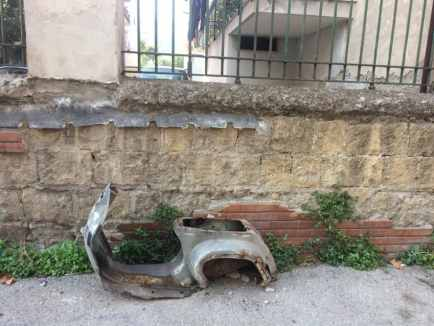 A motor scooter in Rione Luzzatti. Photo by Marina Pascucci