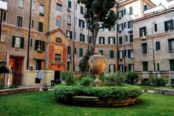 A courtyard in Testaccio. Photo by Marina Pascucci