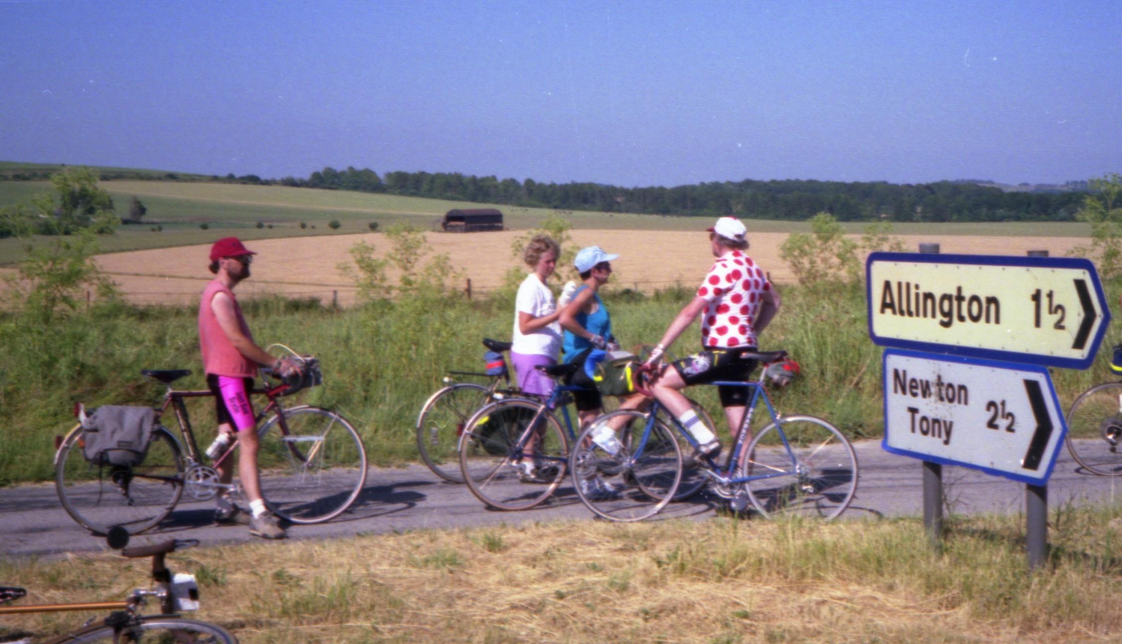 Long summer cycle to Stonehenge