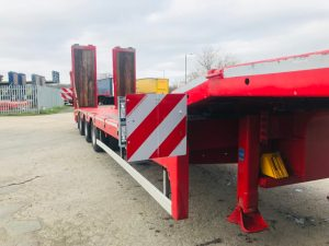 Over Width Markers on a Broshuis 3 Axle Machinery/Plant Carrier w/ Hydraulic Ramps
