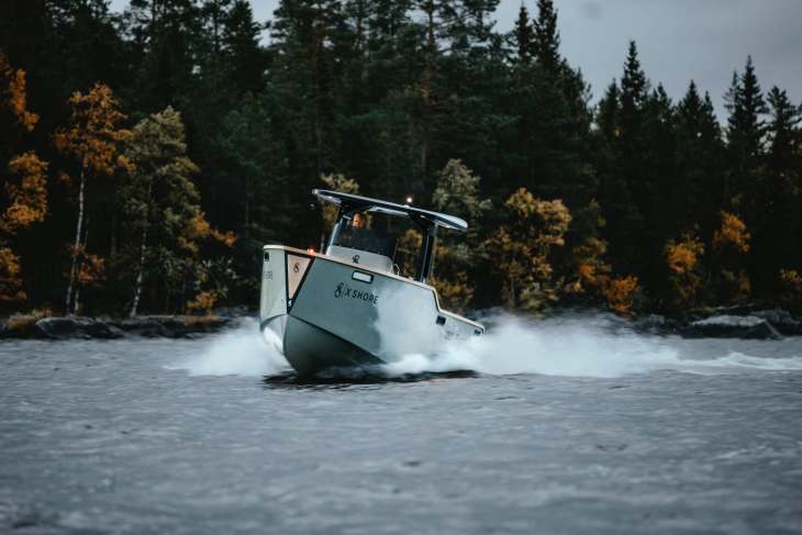 eelex 8000 electric boat by x shore