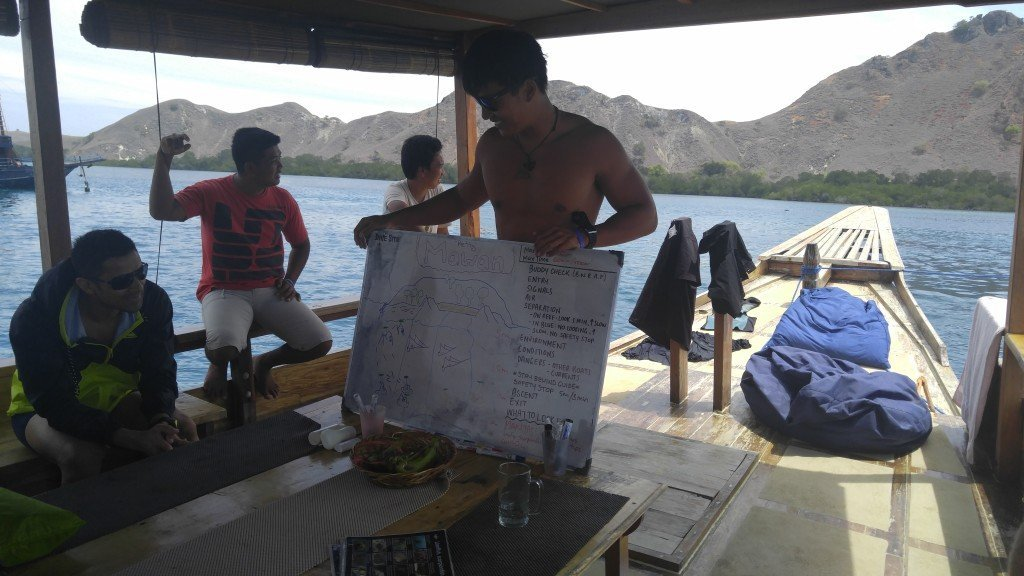 Briefing the customers on the next dive
