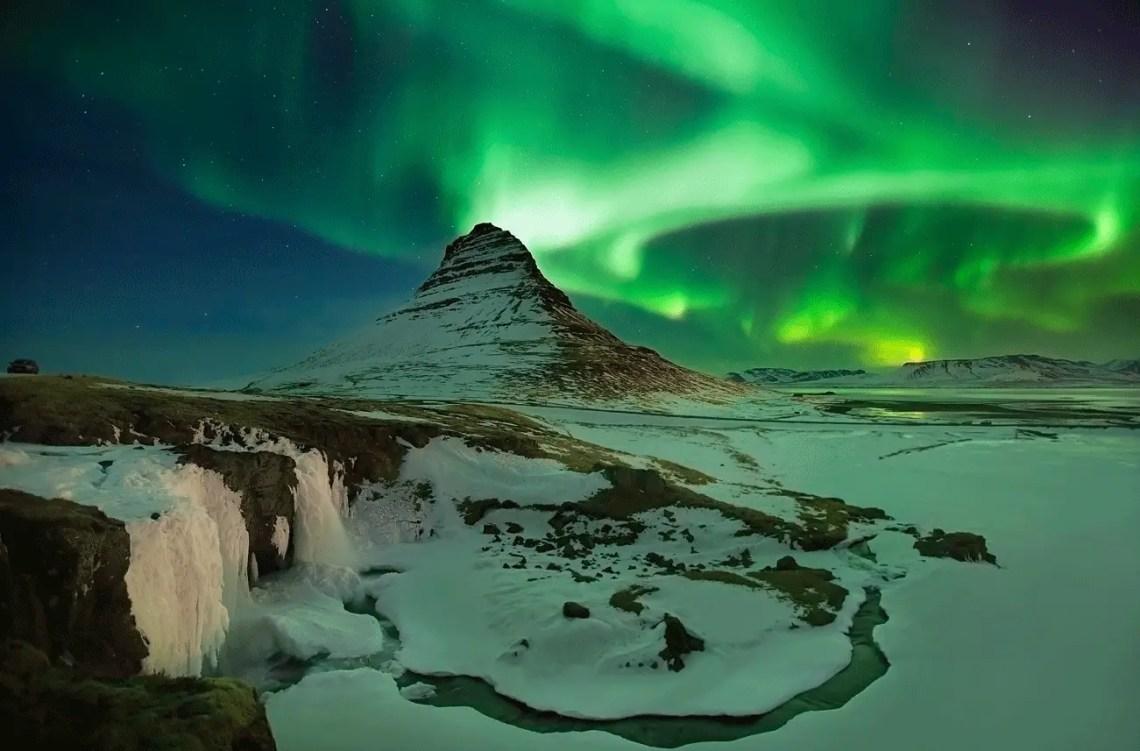 Iceland aurora in Kirkjufellsfoss