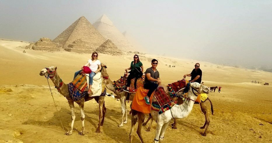 panorama viewpoint camels pyramids egypt