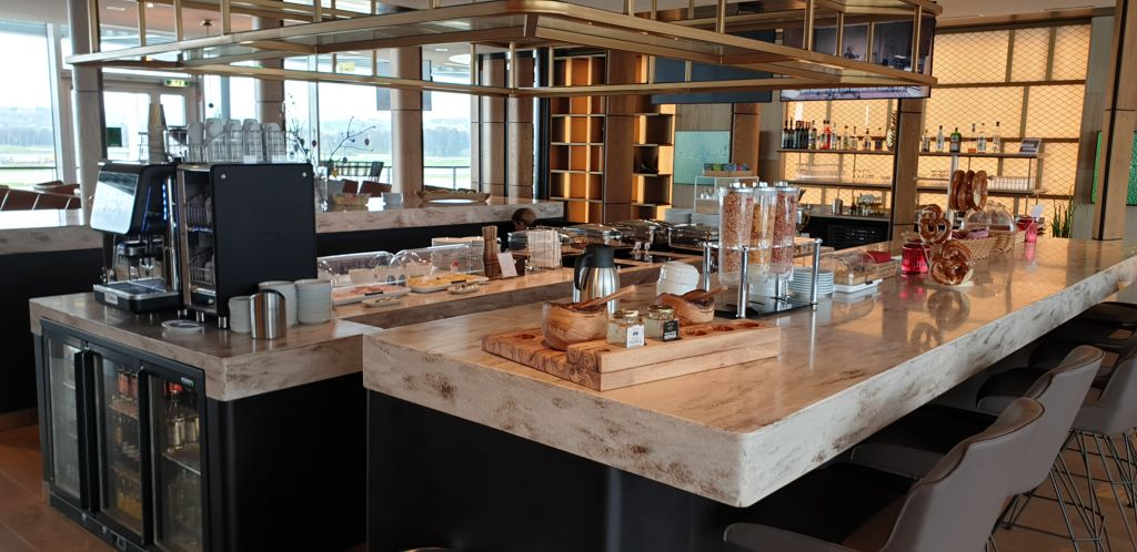 Primeclass lounge food and drinks area