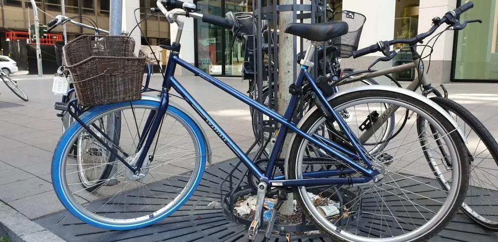 Swapfiets deluxe 7 blue bike