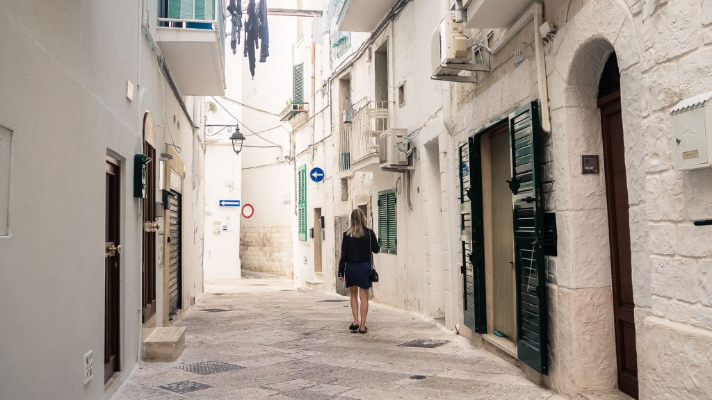 Walking down the streets of Monopoli
