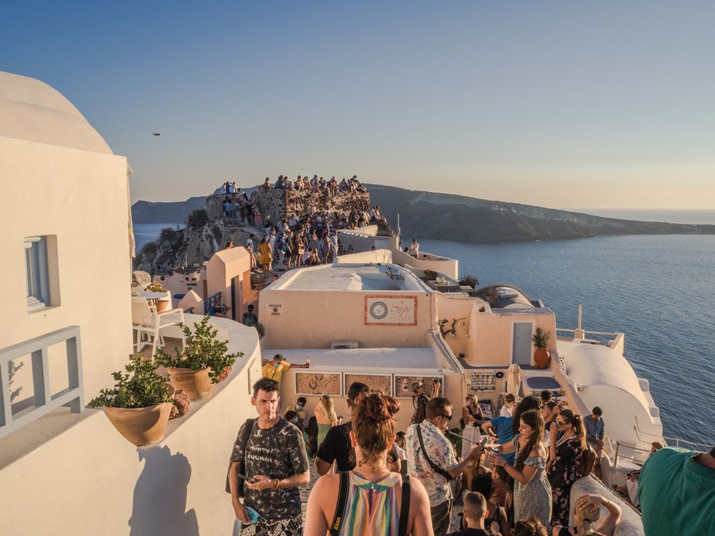Santorini crowds oia sunset
