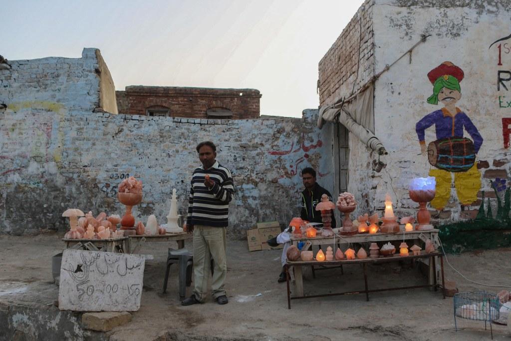 khewra-salt-mine-pakistan-souvenir-shop-1-2