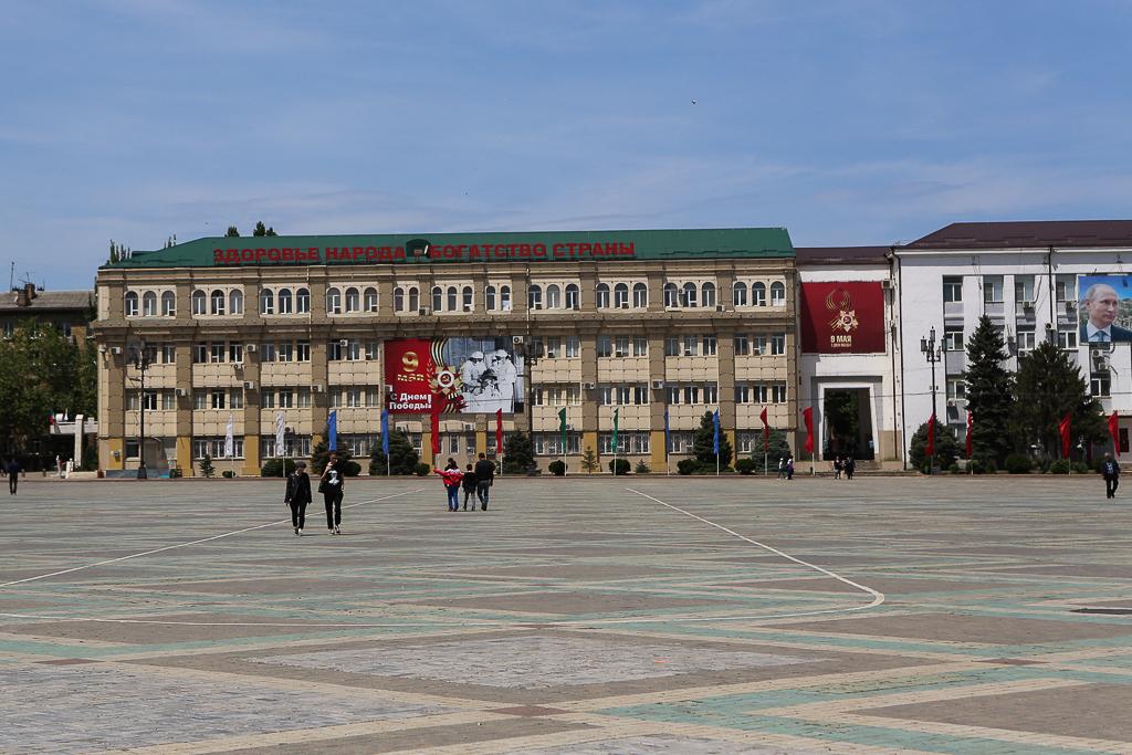Dagestan-Makhachkala-Slogan-Square-8238