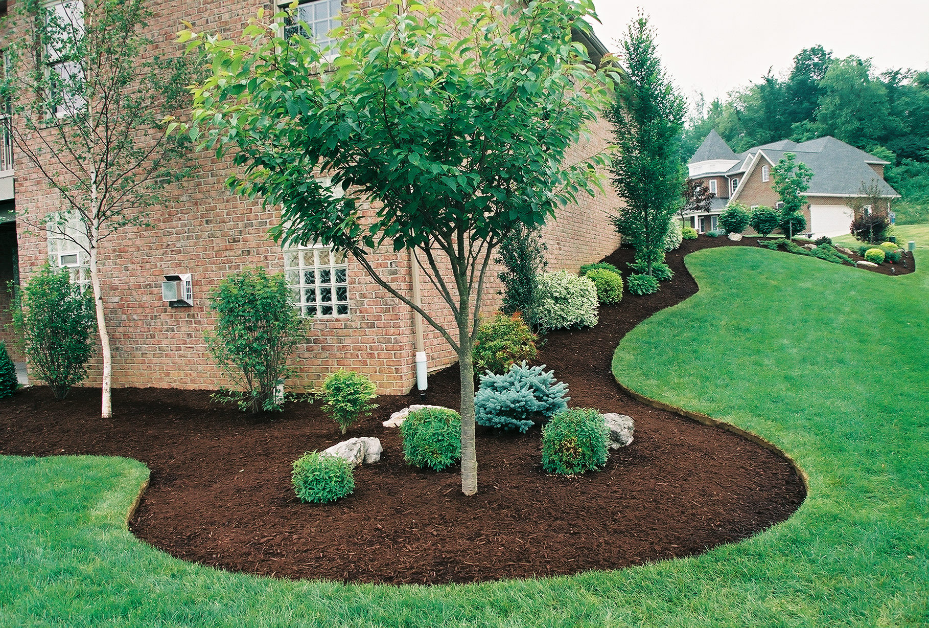How Great Landscaping Says 'Come Inside!' | JohnnyBrooks on Backyard Landscaping Near Me id=87263