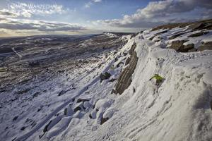 Skiing Wall End Slab at Stanage © Lukasz Warzecha