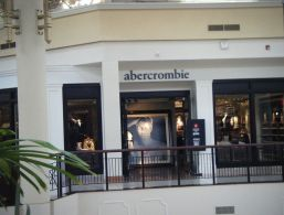 1280px-Abercrombie_Kids_Willow_Grove_Park_Mall