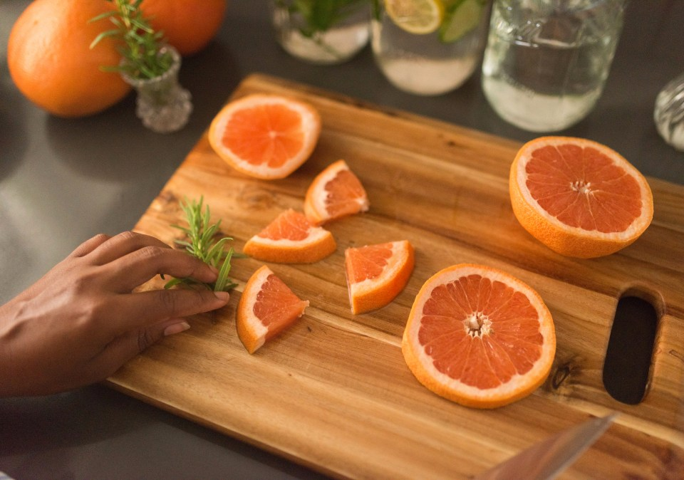 Grapefruit & Rosemary Infused Water | Joi-Knows-How.com