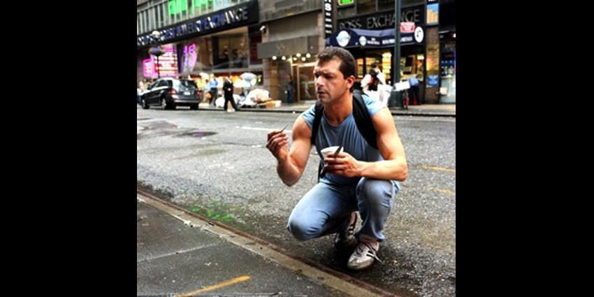 Человек, который добывает алмазы и золото с тротуаров Нью-Йорка