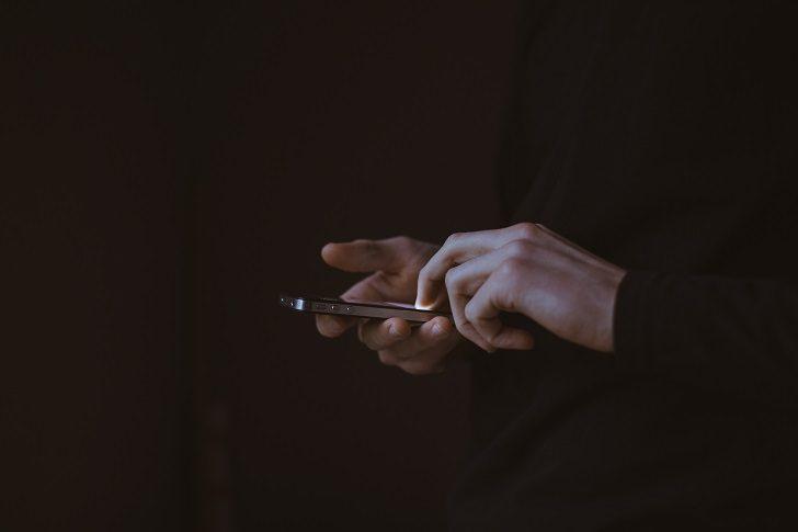 Как хакеры могут шпионить за нашими телефонами