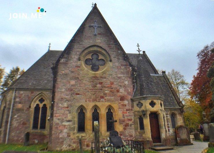 Luss Parish Church保有豬背石。©JOIN ME 英國公路旅行