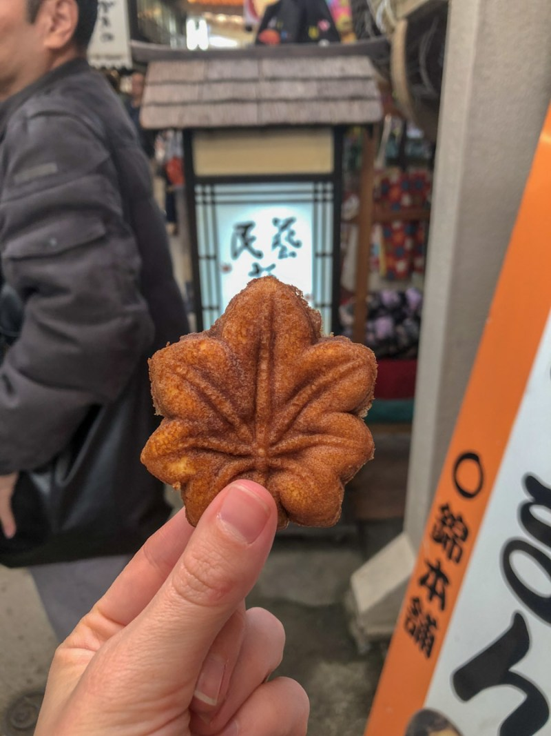 Miyajima-maple leaf treat