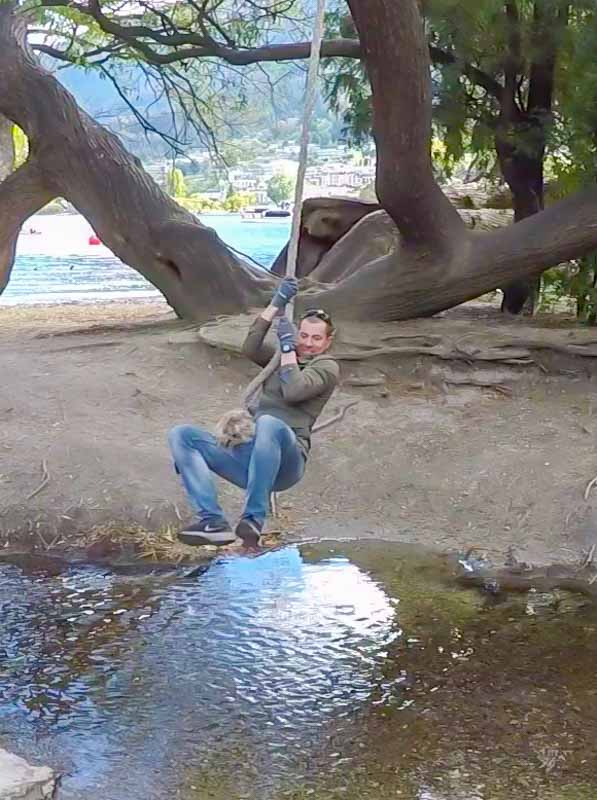 Queenstown-man-swinging-rope