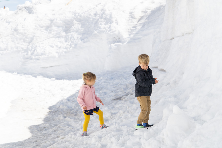 Tateyama Kurobe Alpine Route kids playing in the snow