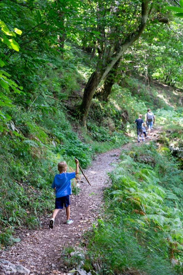 Kids hiking to Madonna del Fiume
