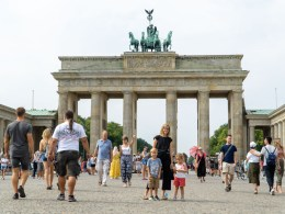 Berlin brandenburg gate with kids