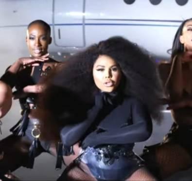 New Video: Lil Kim 'Go Awff'