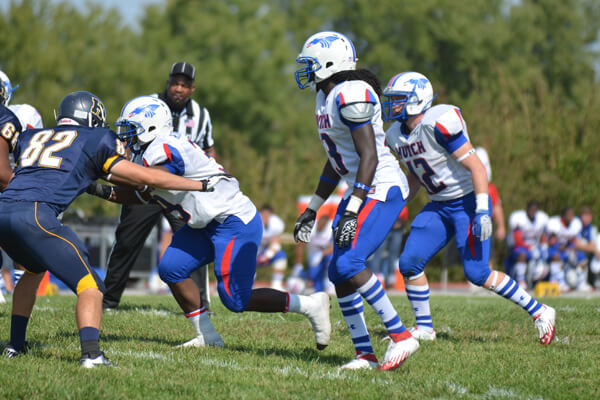 De'Vondre Campbell playing at Hutchinson Community College