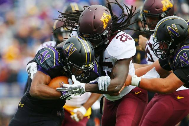 De'Vondre Campbell stuffs the running back in the backfield for the University of Minnesota. This is the De'Vondre Campbell story.