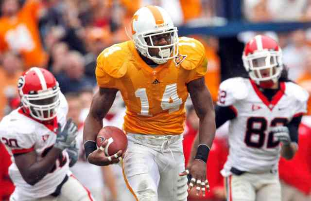 Eric Berry runs back an interception for the University of Tennessee in 2009