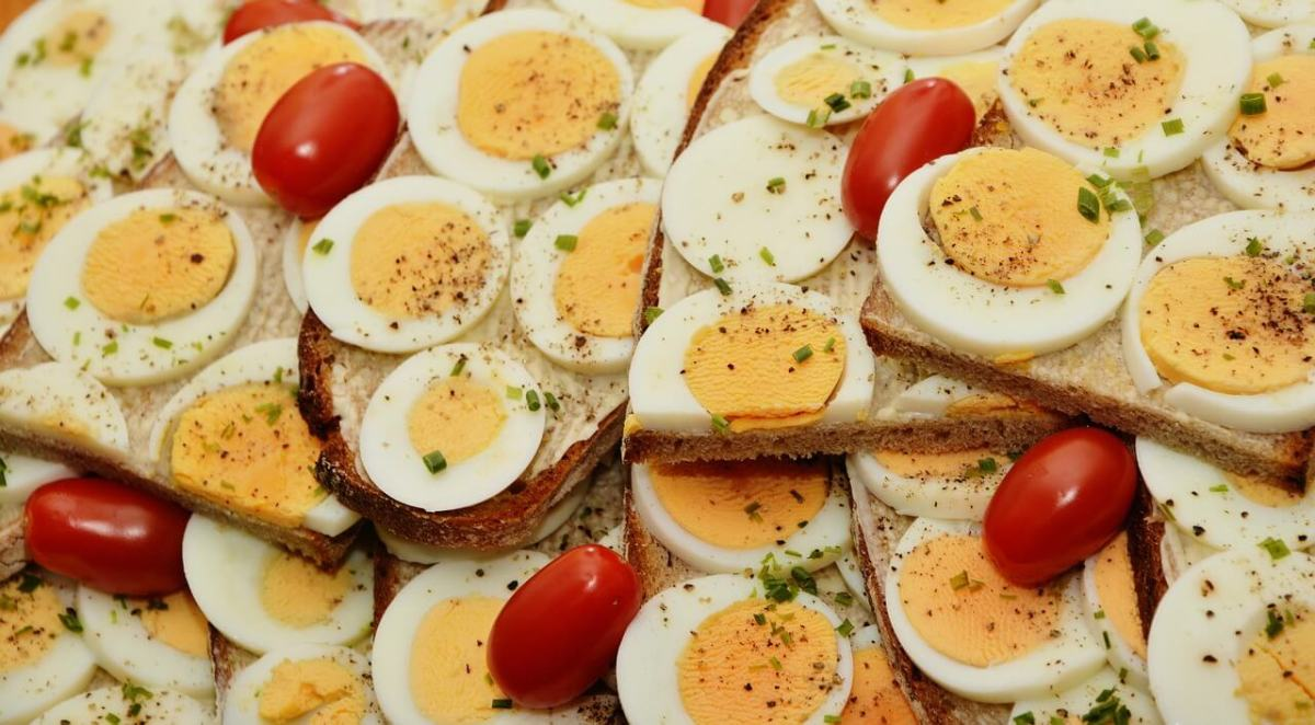 This week I used up the eggs I had as part of my attempt at meal planning. This frugal tip really works.
