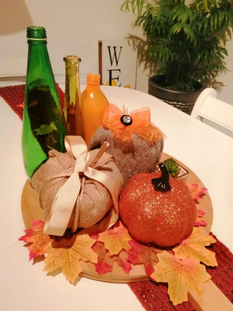 Fall tablescape created by Joleisa as part of their decorating for Fall on a budget post.