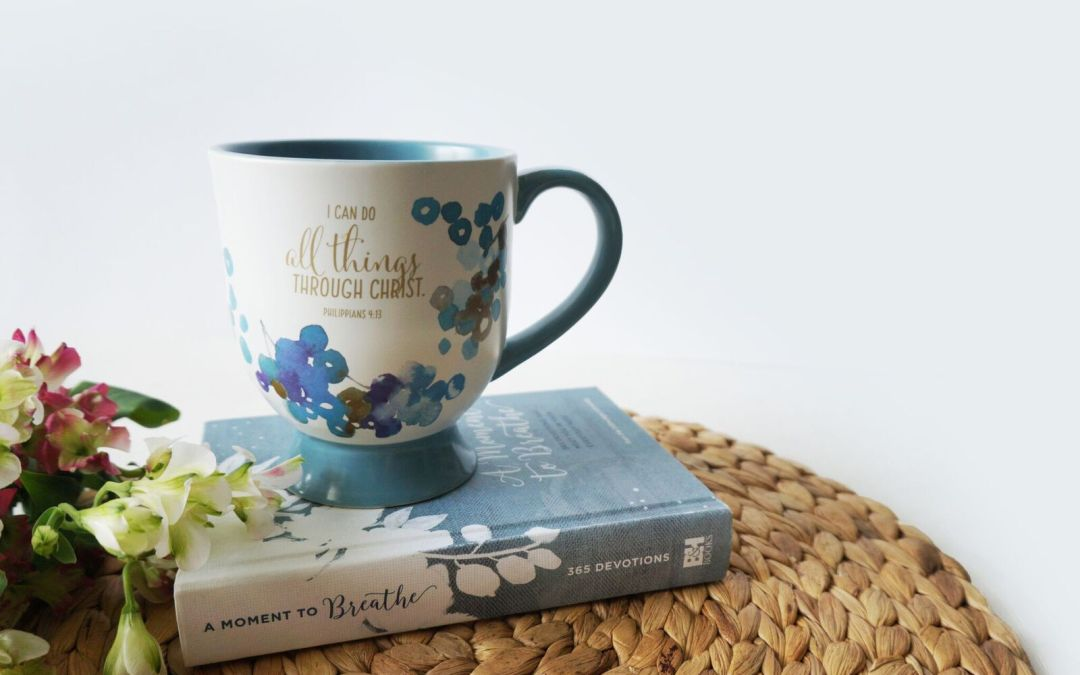 A Moment to Breathe: 365 Devotions That Meet You in Your Everyday Mess {Book Review & GIVEAWAY}