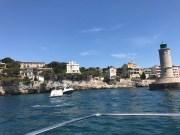 L'entrée du port de Cassis. ©Joli.Voyage