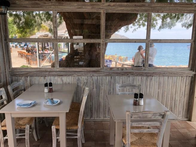 La terrasse de la taverne Gorgona
