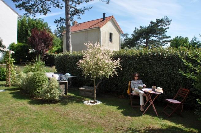 Le jardin de la maison d'hôtes La Cotentine, à Saint-Pair-sur-Mer. ©Joli.Voyage